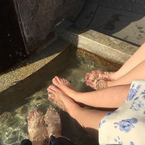足湯で冷え取りのイメージ